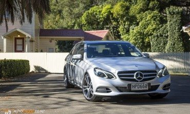 2014 Mercedes-Benz E 300 BlueTEC HYBRID - Road Tested – How Hybrids Should Feel