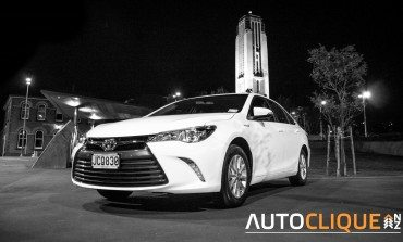 Toyota Camry Hybrid GL - Road Tested - It's a nice day for a white Camry