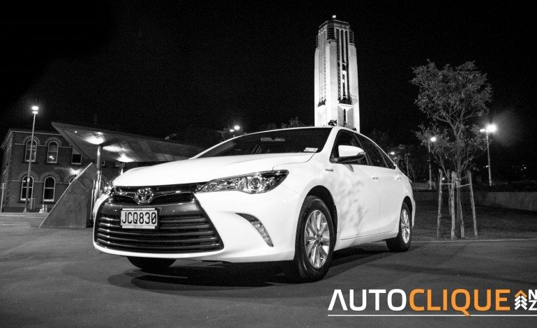 Toyota Camry Hybrid GL – Road Tested – It's a nice day for a white Camry