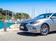 2016 Lexus ES 300H - Car Review - Where is my driver?