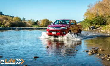 2016 Toyota Hilux SR5 Limited Petrol - Car Review - Weekend Work Vehicle?