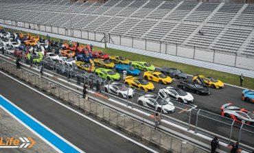 McLaren Track Day Japan 2016 - 70 McLarens Take On Fuji Speedway