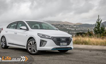 2017 Hyundai Ioniq Hybrid - Car Review - Move over, Prius!
