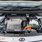 2017-Kia-Niro-EcoHybrid-Car-Review-25