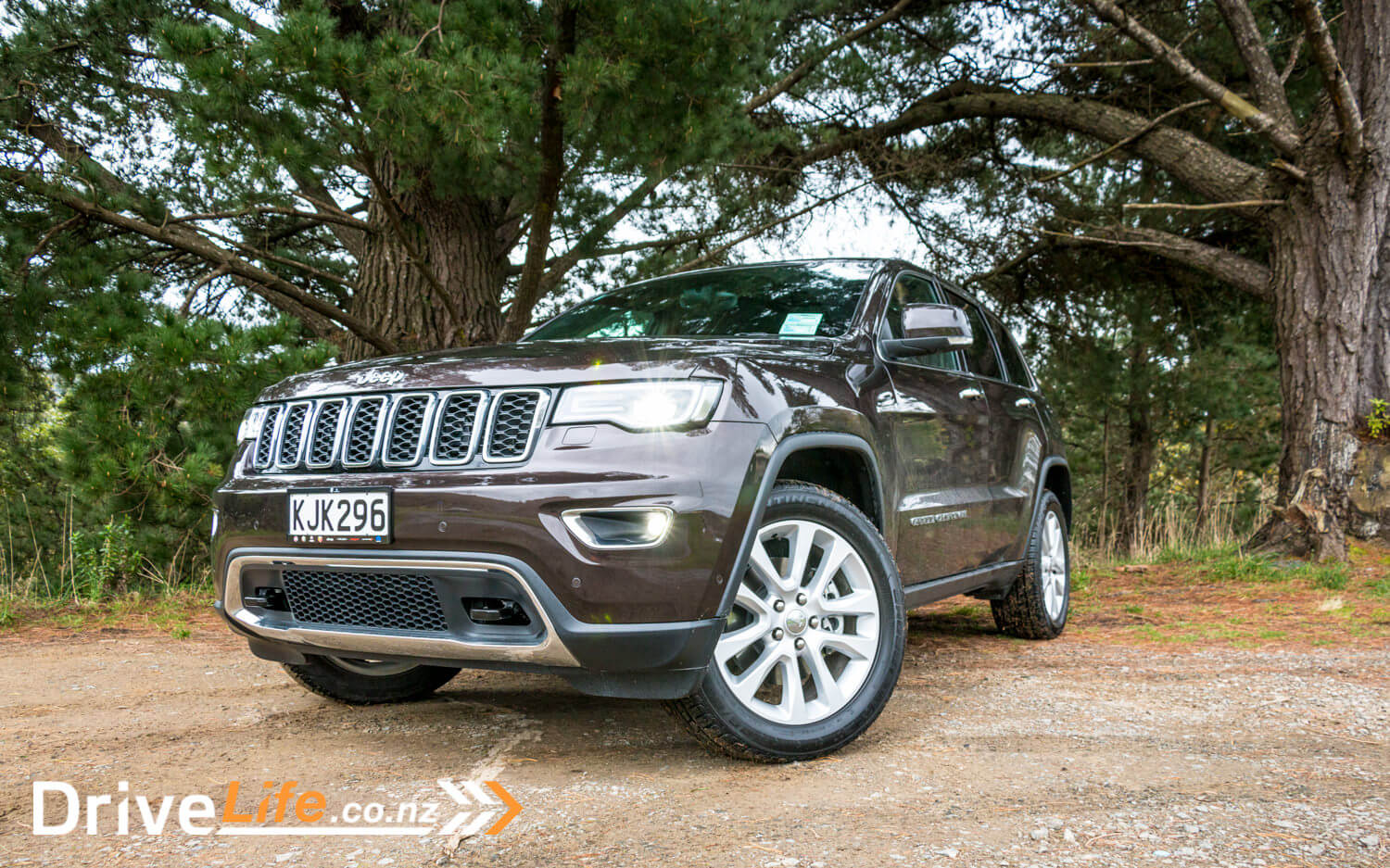 2017-Jeep-Grand-Cherokee-Car-Review-41
