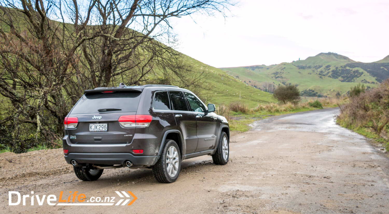 2017-Jeep-Grand-Cherokee-Car-Review-45