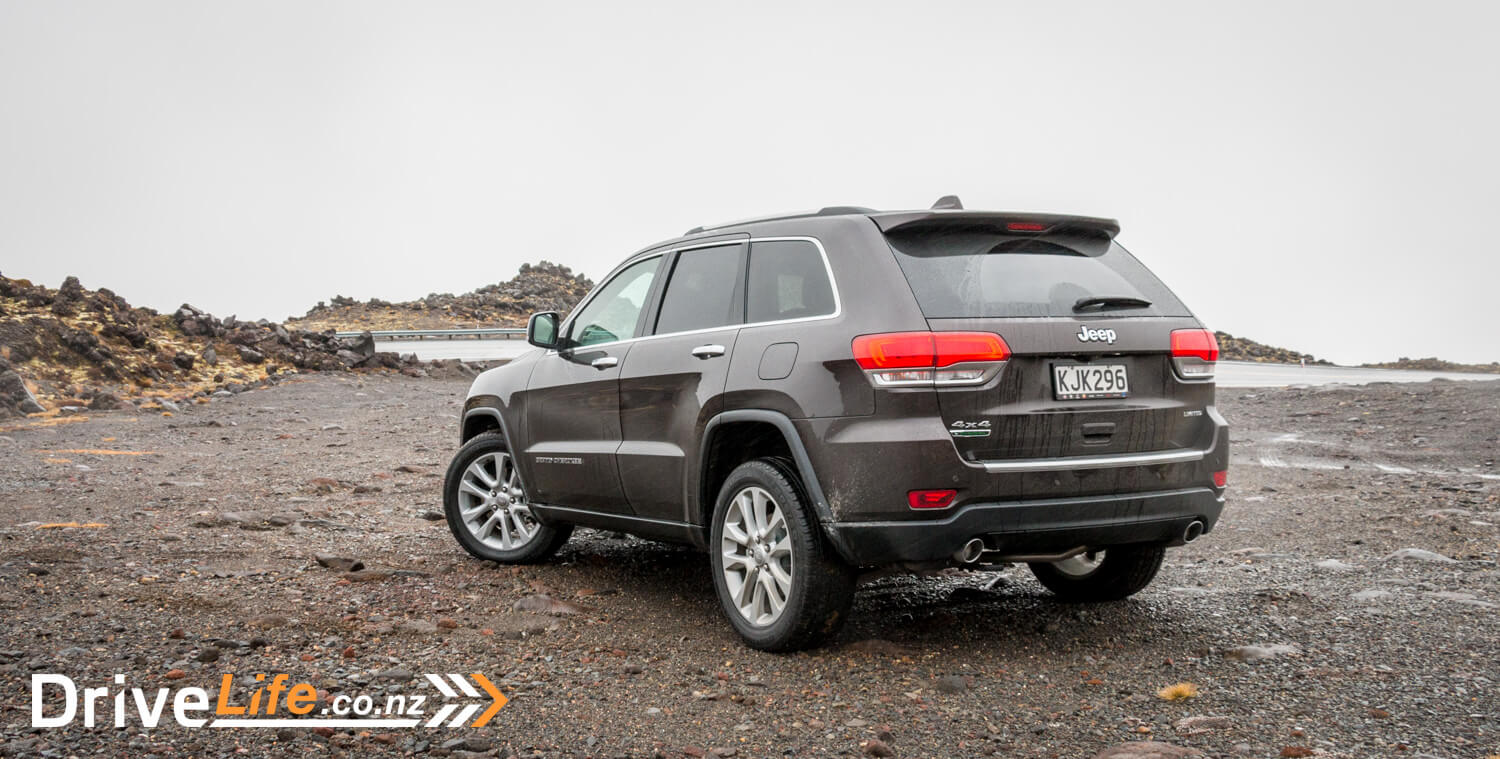 2017-Jeep-Grand-Cherokee-Car-Review-56