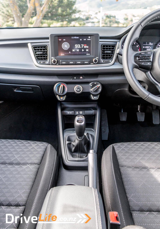 2017-Kia-Niro-Rio-Car-Review-24