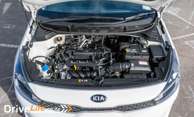2017-Kia-Niro-Rio-Car-Review-25