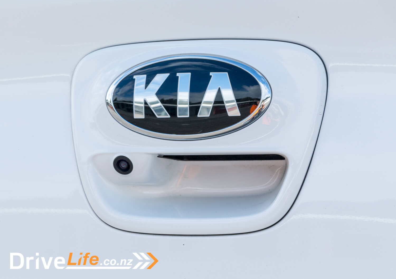 2017-Kia-Niro-Rio-Car-Review-26