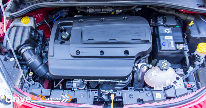 2017-drive-life-fiat-500X-car-review-030