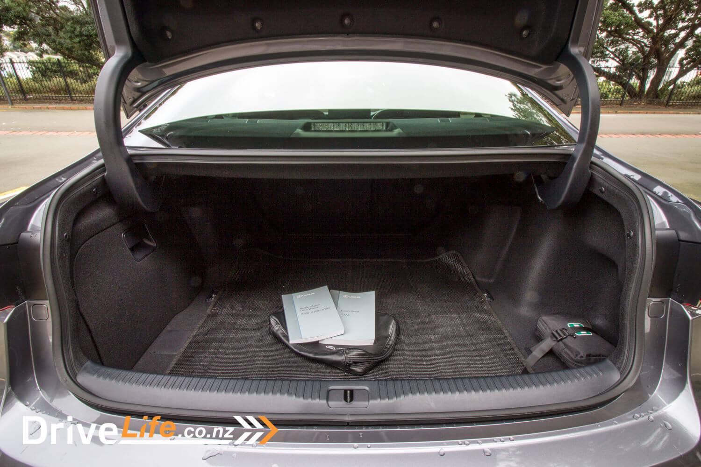 2017-drive-life-lexus-is300h-car-review-017