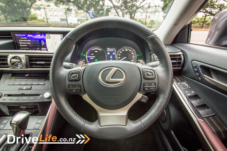 2017-drive-life-lexus-is300h-car-review-024