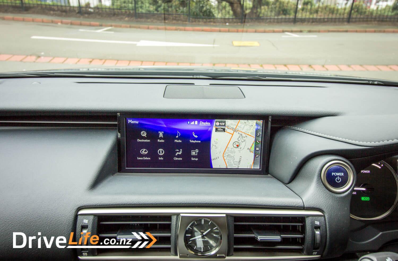 2017-drive-life-lexus-is300h-car-review-026