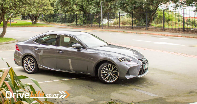 2017-drive-life-lexus-is300h-car-review-08