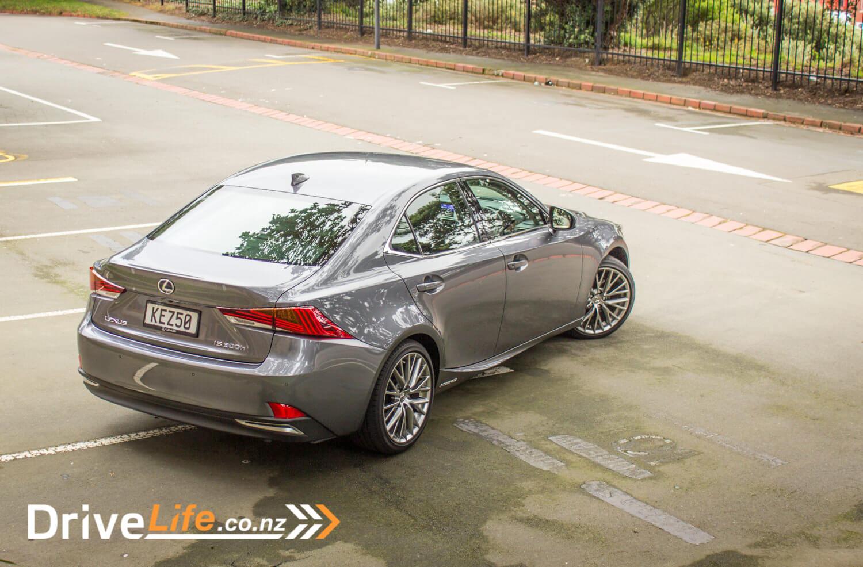 2017-drive-life-lexus-is300h-car-review-09