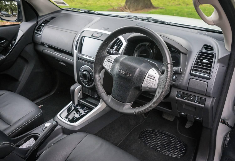 2017-Isuzu-MUX-Car-Review-17